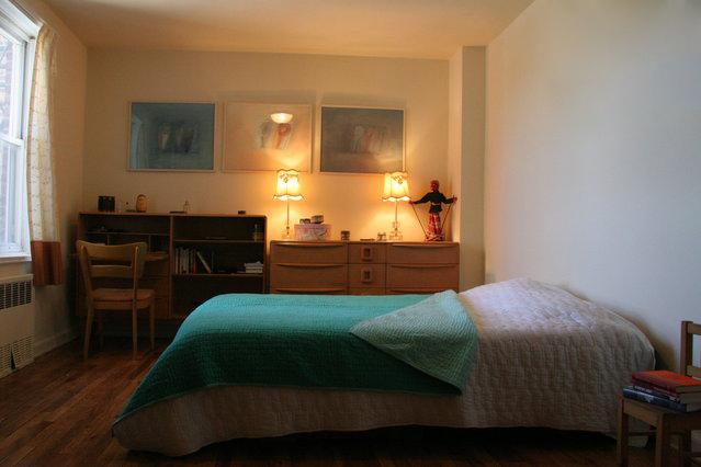 Nosso quarto, que é bem maior do que parece na foto