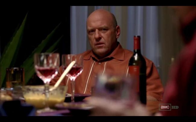 Dean Norris como Hank Schrader, cunhado de Walt que é agente do DEA