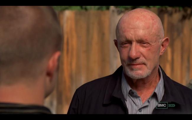 Jonathan Banks como Mike Ehrmantraut, um dos personagens mais carismáticos de todas as temporadas