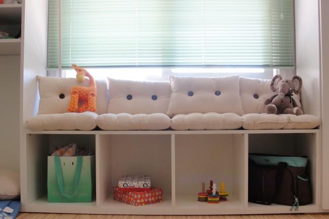 Móvel que mandamos fazer com nichos baixos e sofazinho