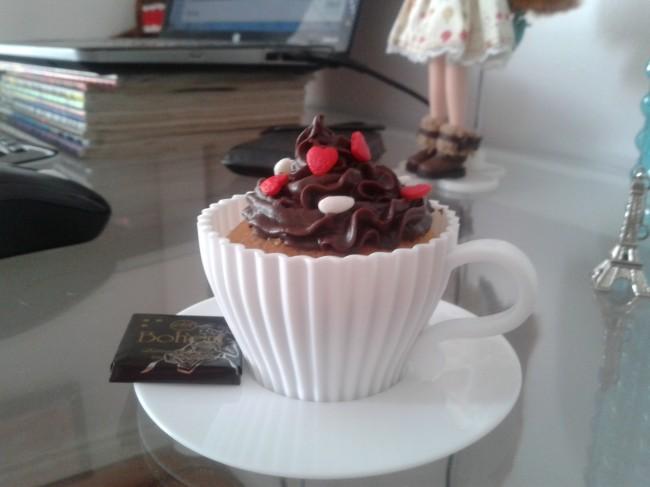 Cupcake na xícara para um lanchinho da tarde
