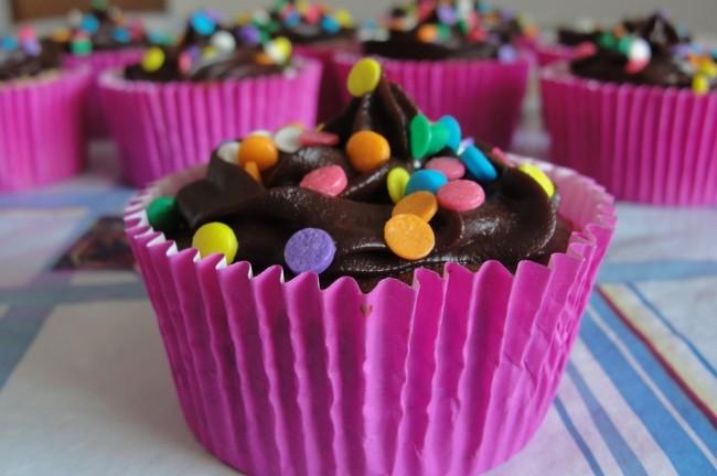 Cupcake sucesso de crítica:  recheio de doce de leite e cobertura de chocolate meio amargo